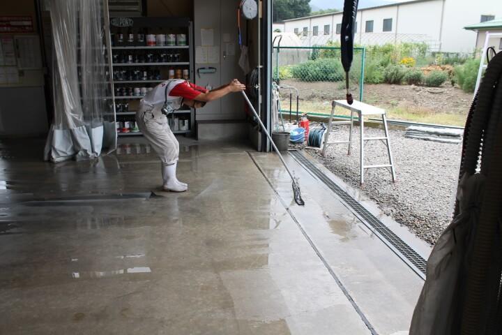水切りワイパー床清掃