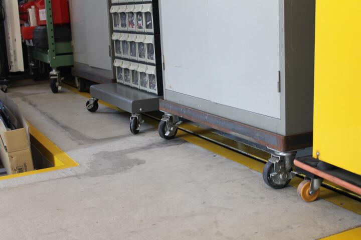 ロッカーにアングル溶接タイヤ取付け