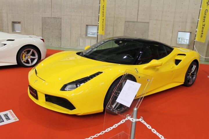 フェラーリ 黄色