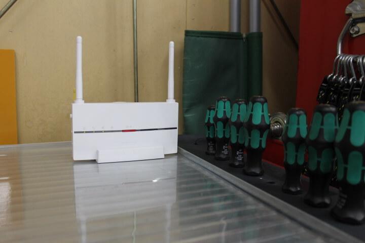 板金塗装工場 Wi-Fi 中継器