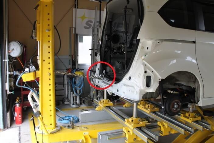 ジグ式修正機を使いクランプワーク