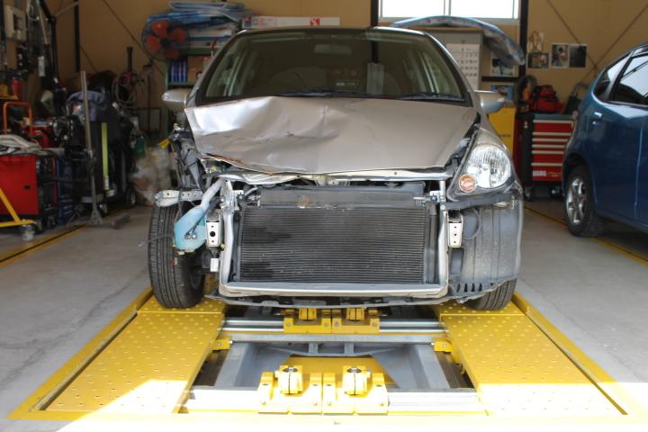 フィット事故車の修理
