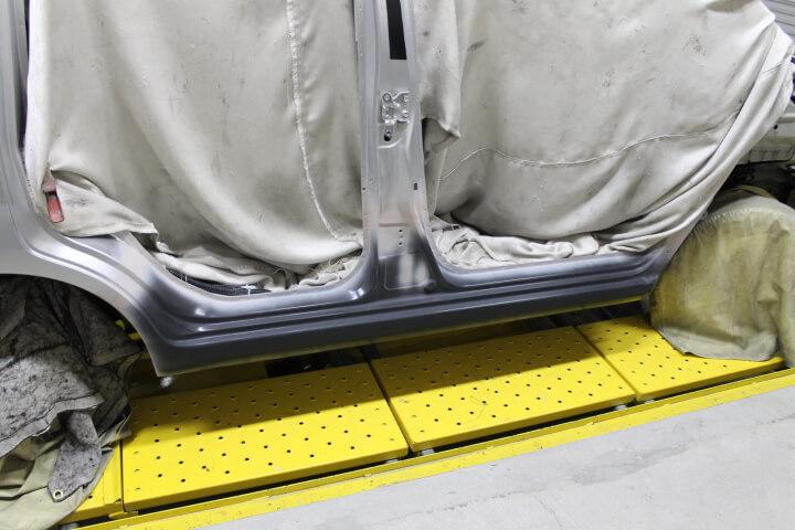 新品サイドシルパネルを溶接取付