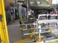 車のフレーム修正のやり方の説明記事