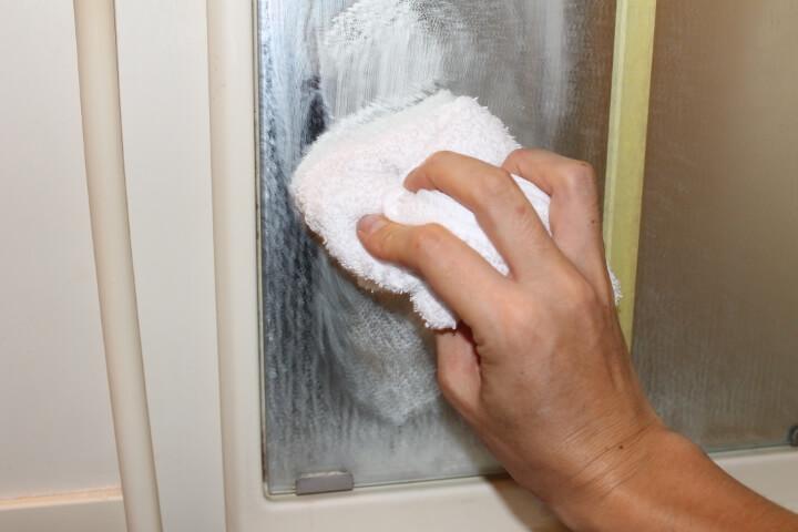 風呂の鏡のウロコ磨き
