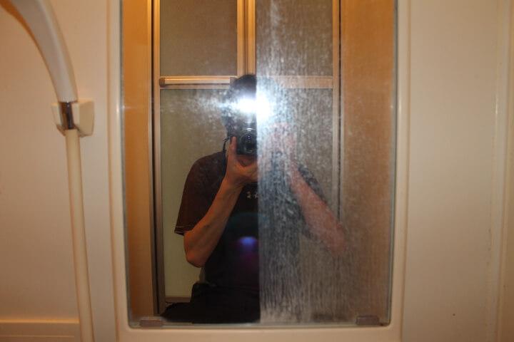 お風呂の鏡のウロコを取って綺麗にしてみた