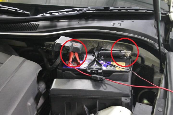 シーテック充電器でバッテリーをサービス充電