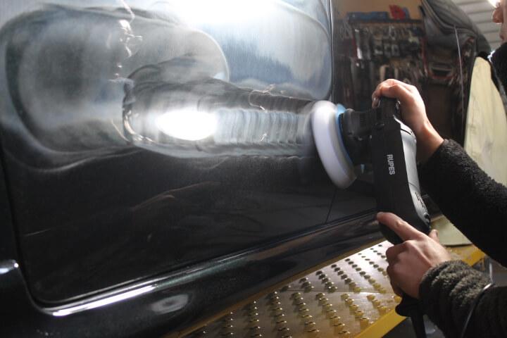 RB3オデッセイ コーティング前の磨き作業中