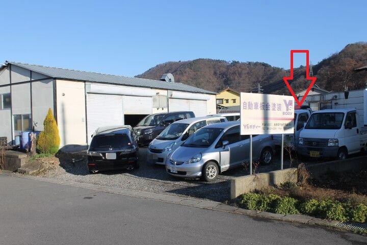 狭い駐車スペースに事故車があると生産性にも影響
