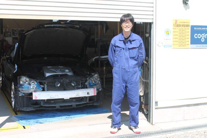 自動車鈑金塗装業の作業着はつなぎが主流