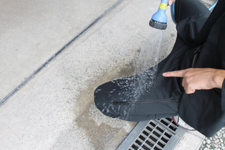 スーツ型作業着の撥水効果