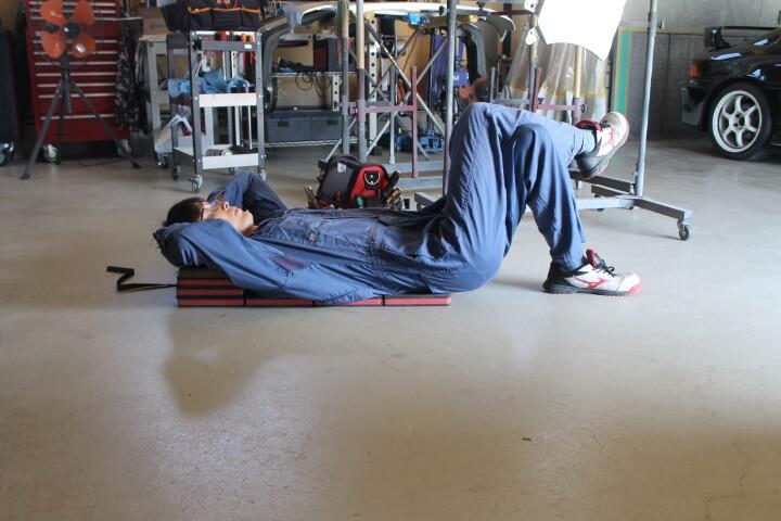 KTC 自動車整備用寝板メカニックマット AYM-1 枕に変身お昼寝できます