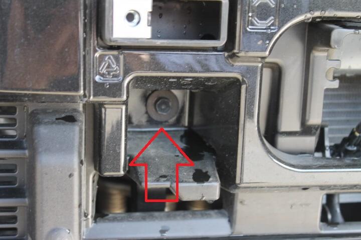ダイハツ M910S トールカスタム フロントバンパー取り外し方