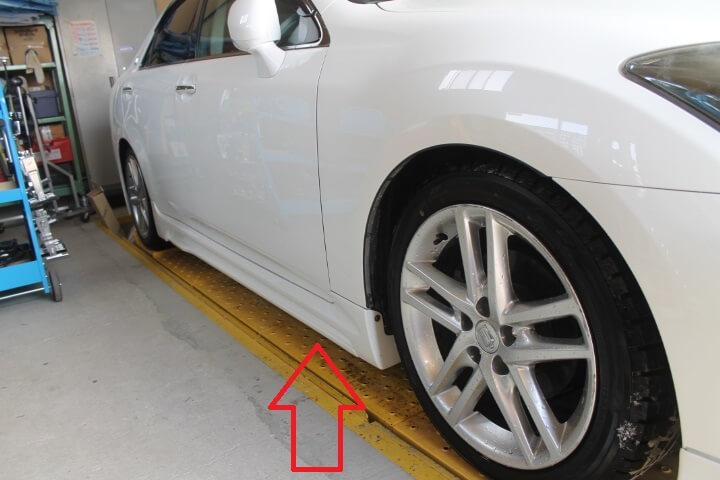 H22年GRS200 クラウンアスリート2500 社外サイドステップ修理塗装