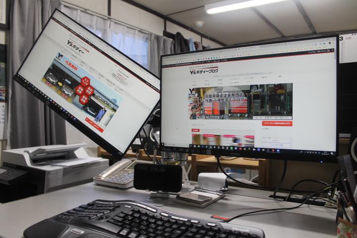 エルゴトロン モニターアーム設置で作業スペースの確保