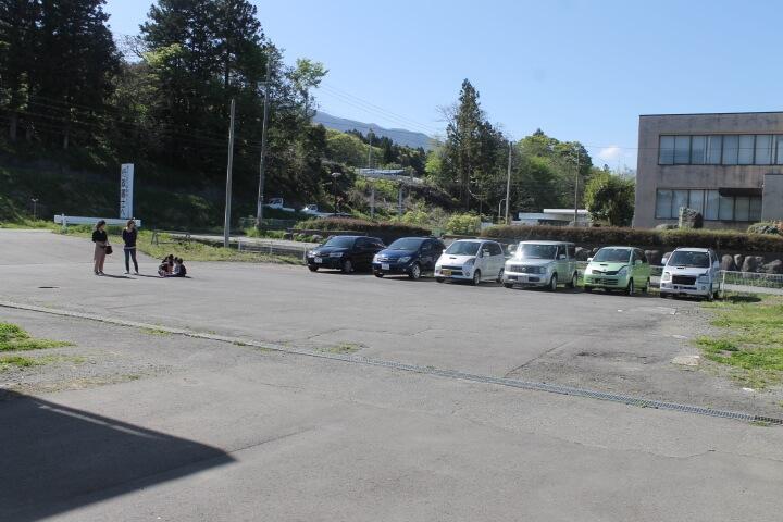オートガレージニーズ駐車スペーズ