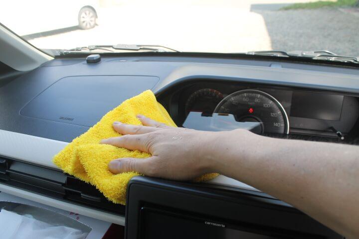 カークランド マイクロファイバータオルで車内清掃