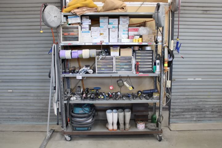 鈑金塗装工場 棚 整理整頓