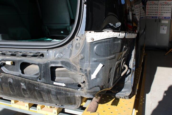 トヨタ ACR50 エスティマ バックパネルのヘコミ
