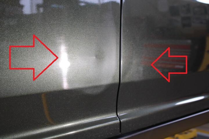 スズキ MR41S ハスラーに付いたドアの傷を確認
