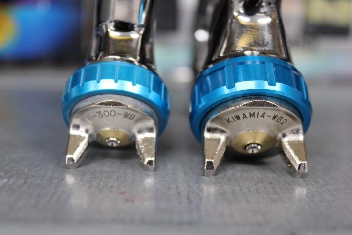 アネスト岩田 W-300WBとKIWAMI4-V14WB2のスプレーガンキャップの比較
